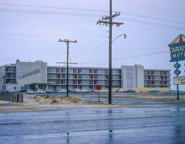2_the-carousel-hotel-1963